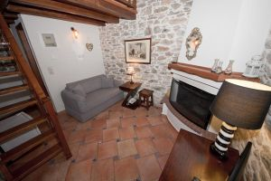 Neohori Pelion accommodation rooms fireplace