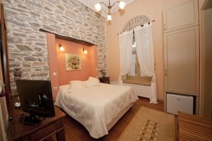 Room Kydonia, Prepala Mansion Neochori Pelion rooms fireplace family
